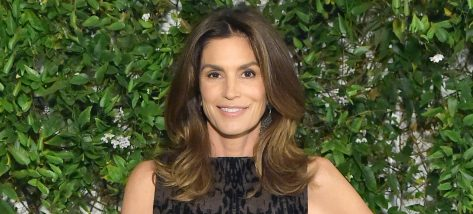 Cindy Crawford's New Abs Workout Video Is a Major 90s Flashback