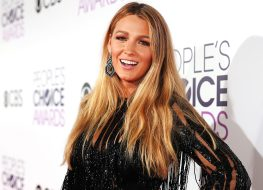 Blake Lively Promotes Ryan Reynolds' New Movie With Cheeky Selfie