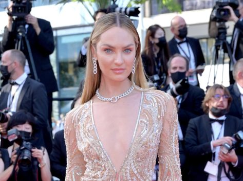 """Candice Swanepoel in Bathing Suit Makes a """"Splash"""""""